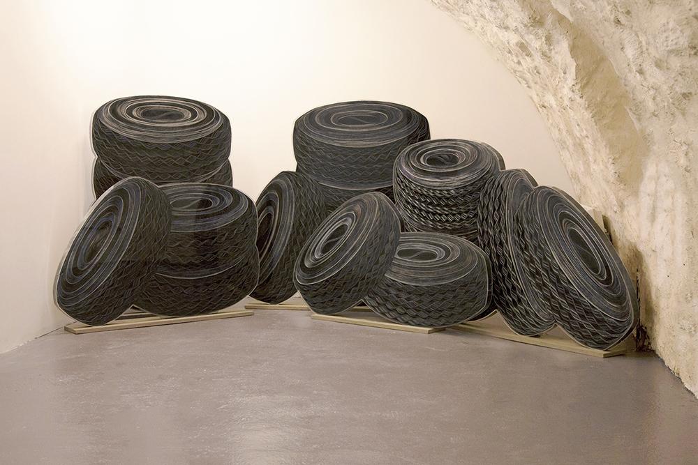Pneus, 2004 shredded paper, Plexiglas box 5 éléments variable dimensions