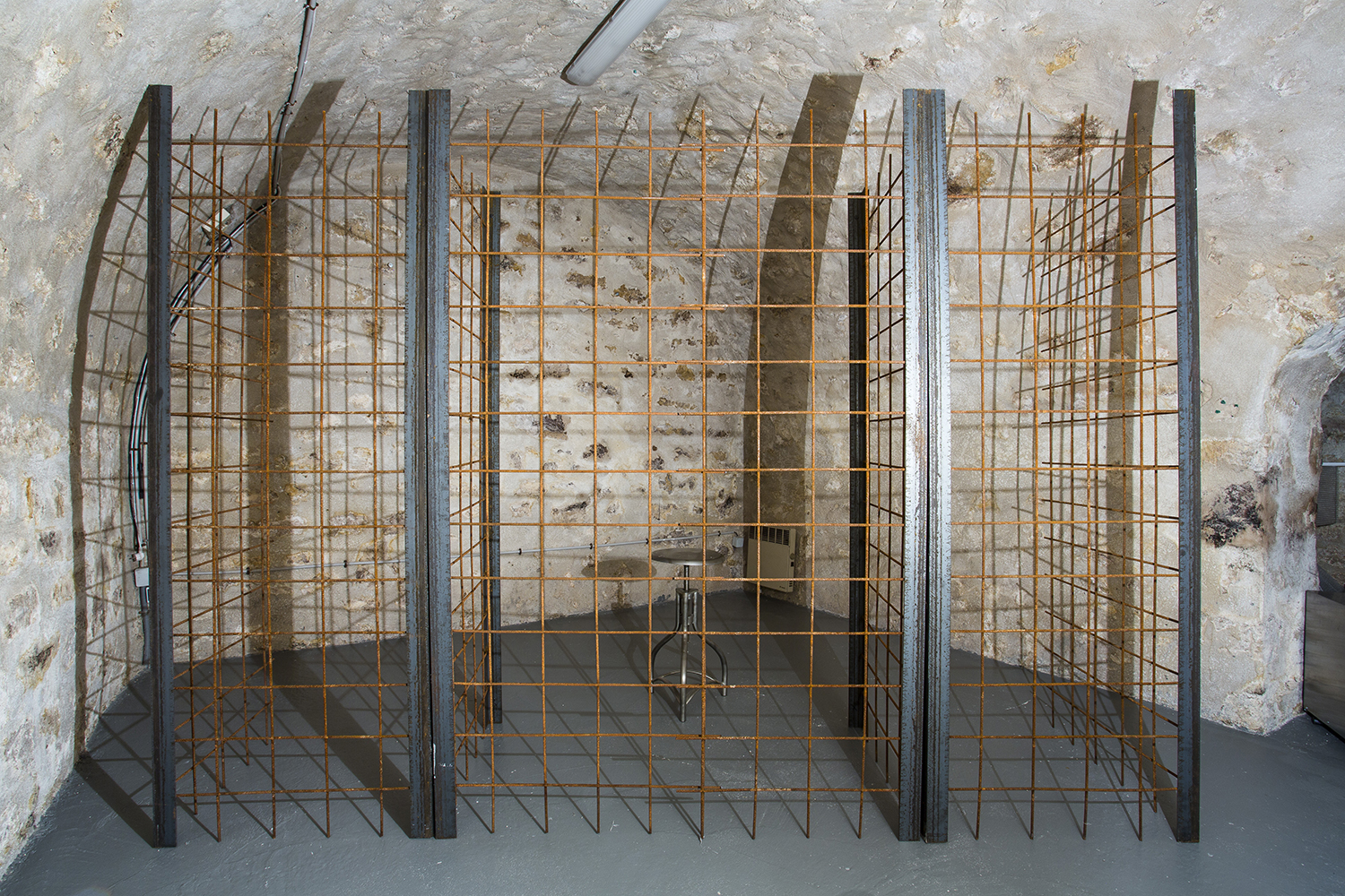 Pierre Petit Au fond du couloir, 2015 Iron structure for reinforced concrete, light Variable dimensions