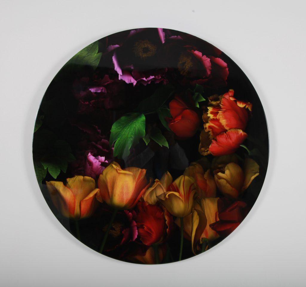 """Carmen Van den Eynde, """"Tulipanes y Peonías"""", 2014, Photographie Imprimée sur Papier Coton Monté sur Dibond Résiné, Diamètre 100 cm."""
